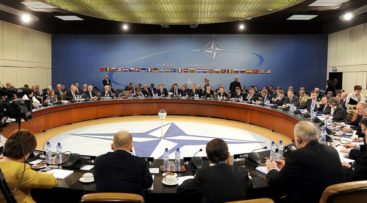 Min Def-Neg_Estrg QG NATO Bruxelas_2010