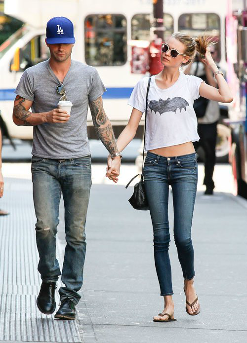 adam-levine-batman-behati-prinsloo-couple-Favim.co
