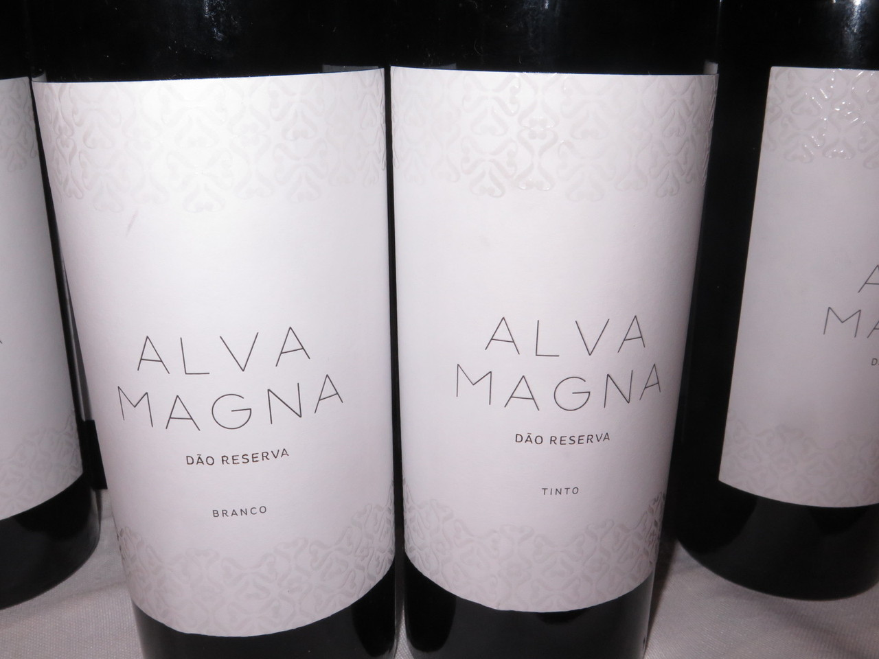 Alva Magna branco 2016 e Alva Magna tinto 2015