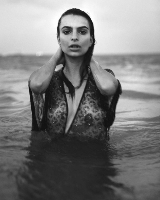 Emily-Ratajkowski--03.jpg