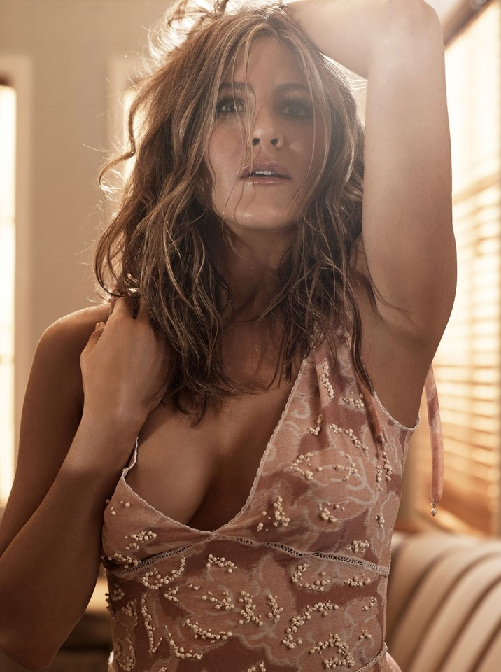 jennifer-aniston-allure-magazine-photoshoot-by-mic
