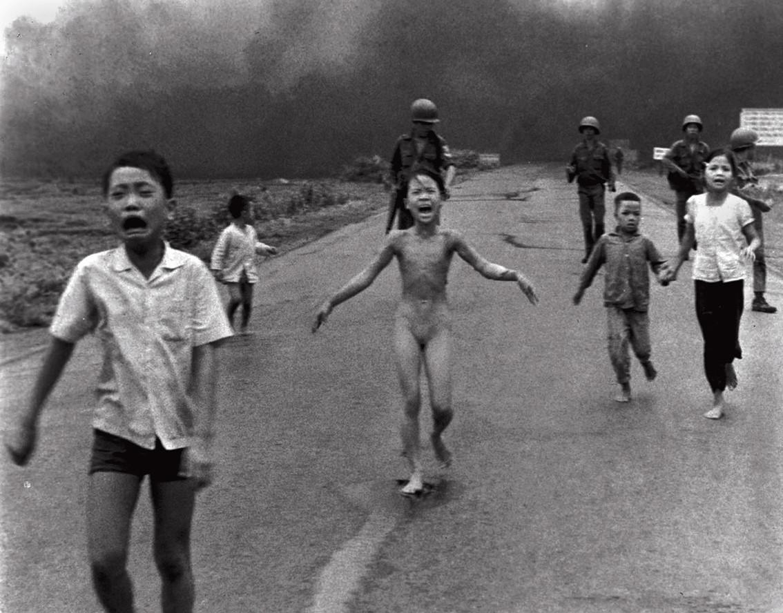 Kim_Phuc_napalm_Viet-Nam