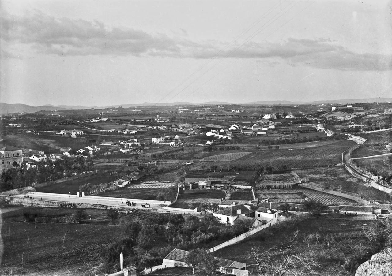 Panorâmica sobre as terras da Alameda e Areeiro, Penha de França (J.A.L. Bárcia, c 1900)