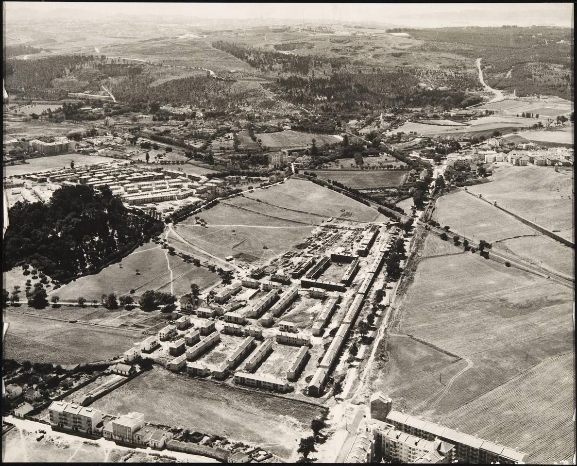 Vista aérea de Sta. Cruz de Benfica, Buraca e Monsanto, 195... (C.M.L./D.E.P., in archivo photographico da C.M.L.)