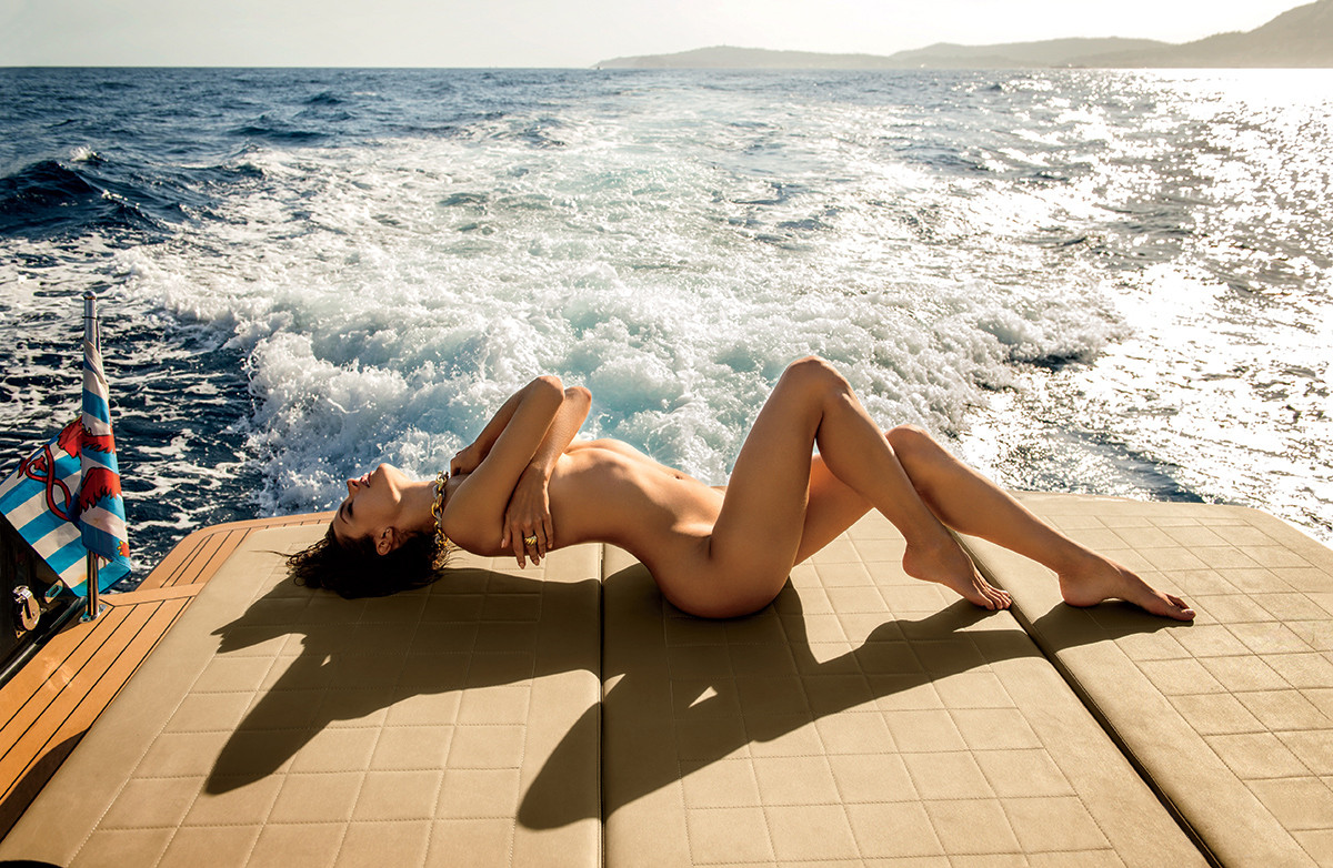 alessandra-ambrosio-by-gilles-bensimon-for-maxim-m