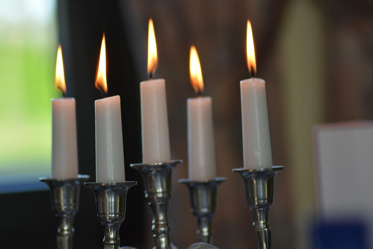 candles-764779_1920.jpg