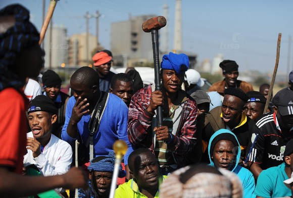 SOUTH AFRICA LONMIN MINERS STRIKE