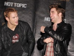 Kellan-Lutz-wedding-Robert-Pattinson-300x229.jpg