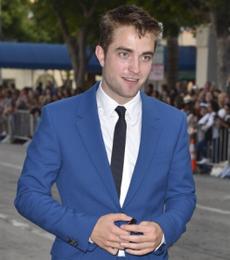 Robert-Pattinson-Broke-265x300.png