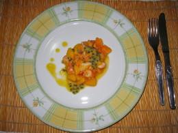 Salada tropical de gambas com vinagrete de baunilh