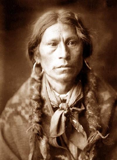 edward-curtis-apache-chief
