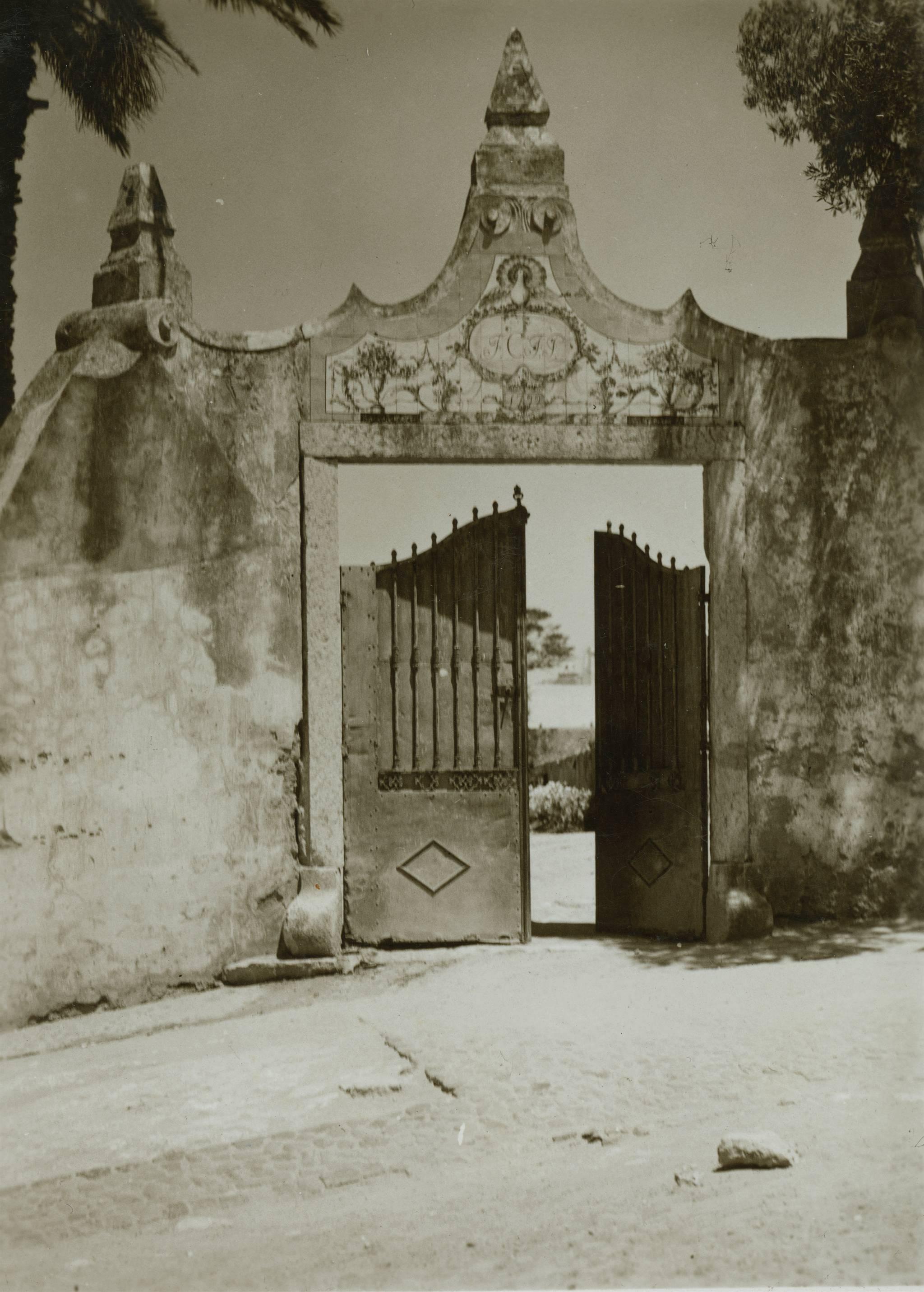 Portal, Calçada da ladeira (E. Portugal, ante 1942)