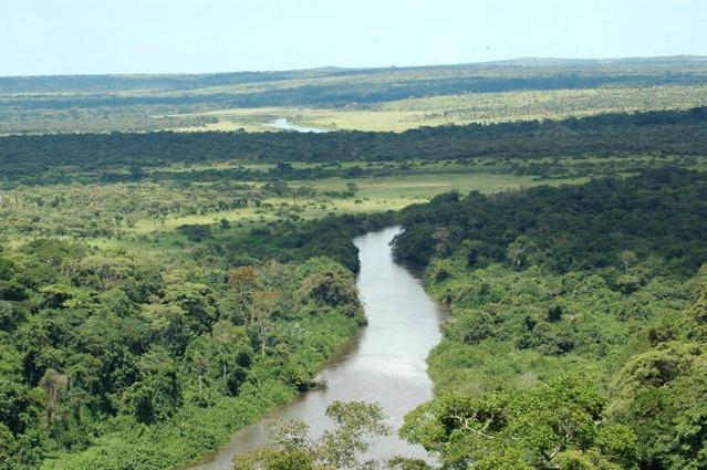 As quedas de água têm uma extensão de 410 metros e uma altura de 105, são as segundas maiores de África. Província de Malanje