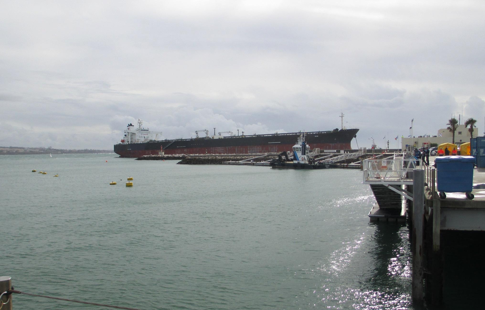 petroleiro encalhado em Cascais_f01_18Out15.jpg