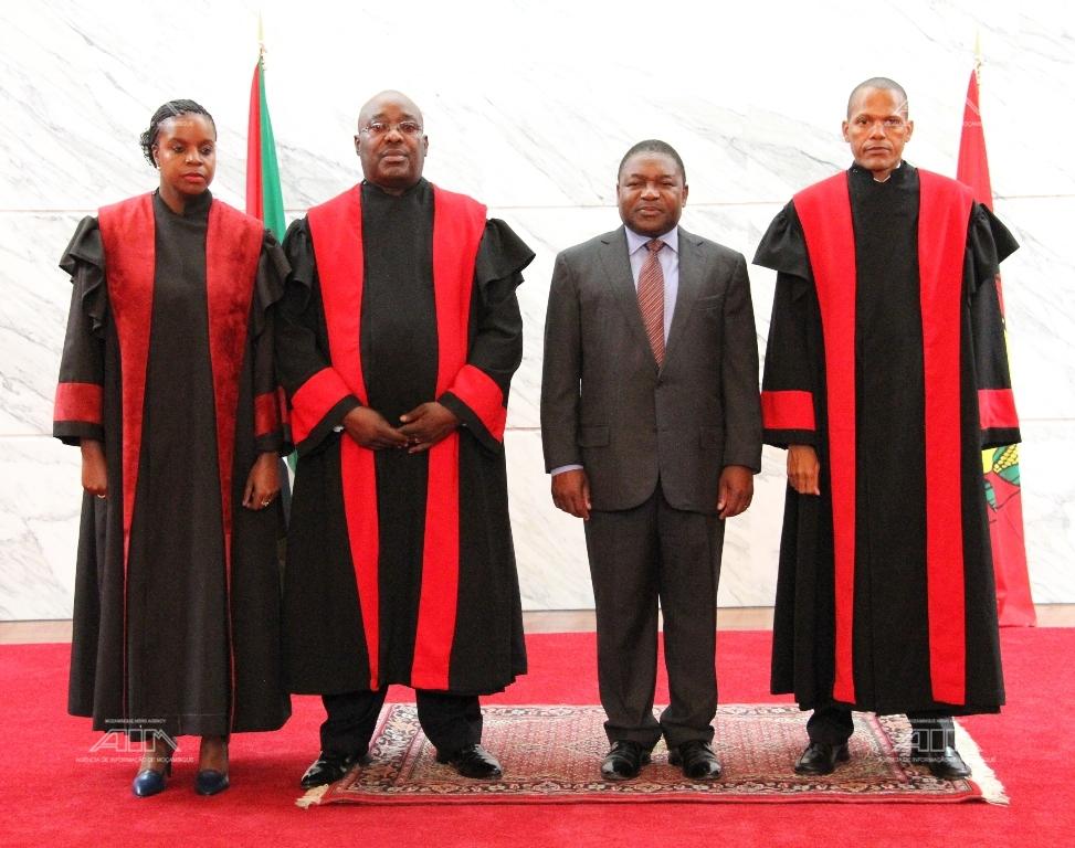 Foto familia do Pr Filipe Nyusi com os Procurad...