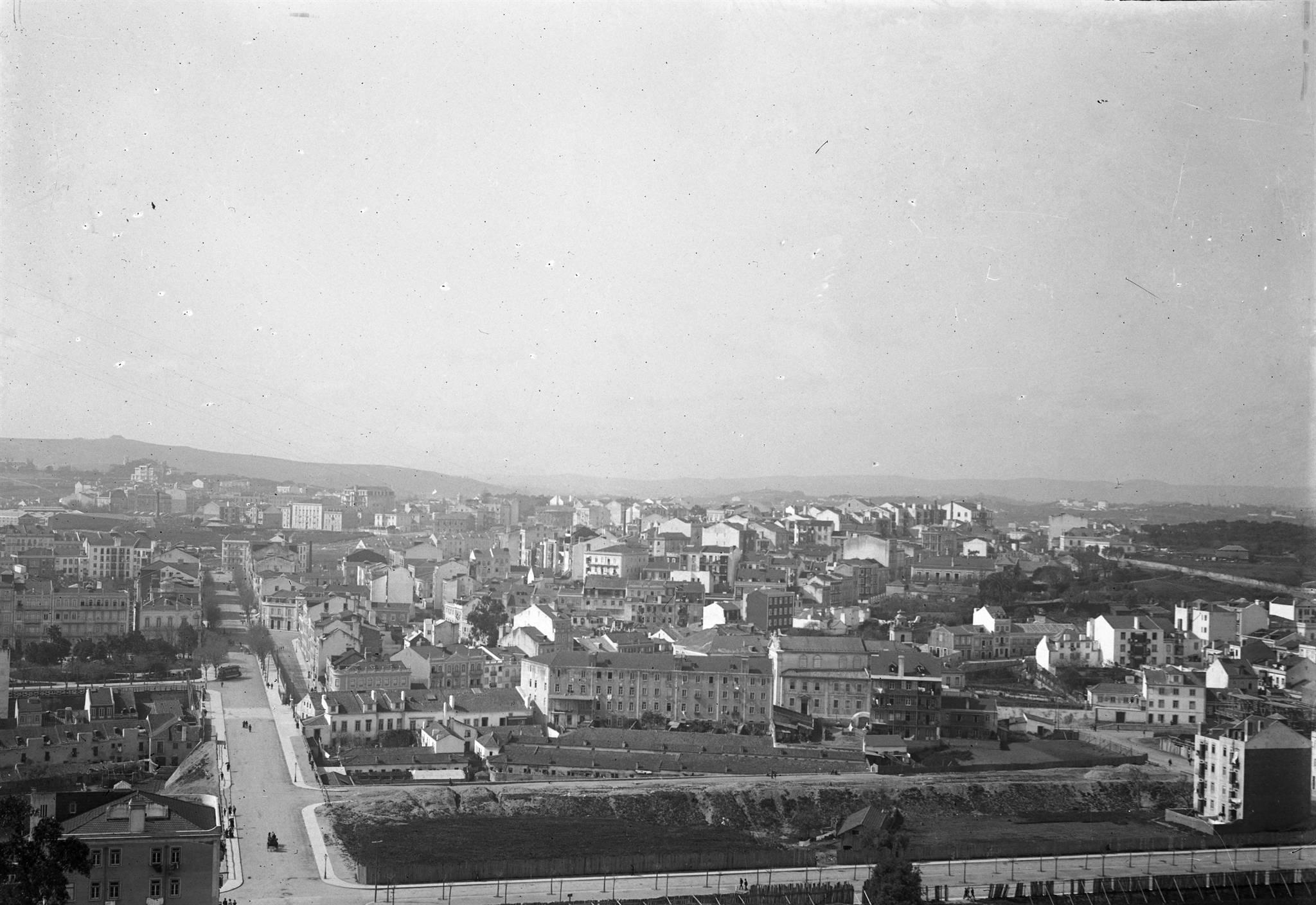 Vista sobre a Rua de Paschoal de Mello, Arroios (José Arthur Leitão Barcia, c. 1908)