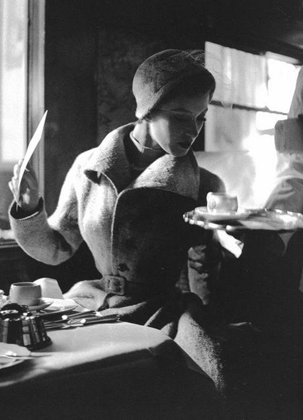 Lillian Bassman-Paris 1949.jpg
