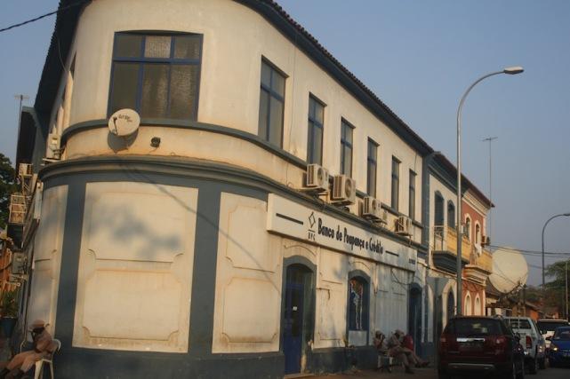 Edifício do BPC na cidade do Dondo. Kwanza Norte. Foto: Mayra Fernandes