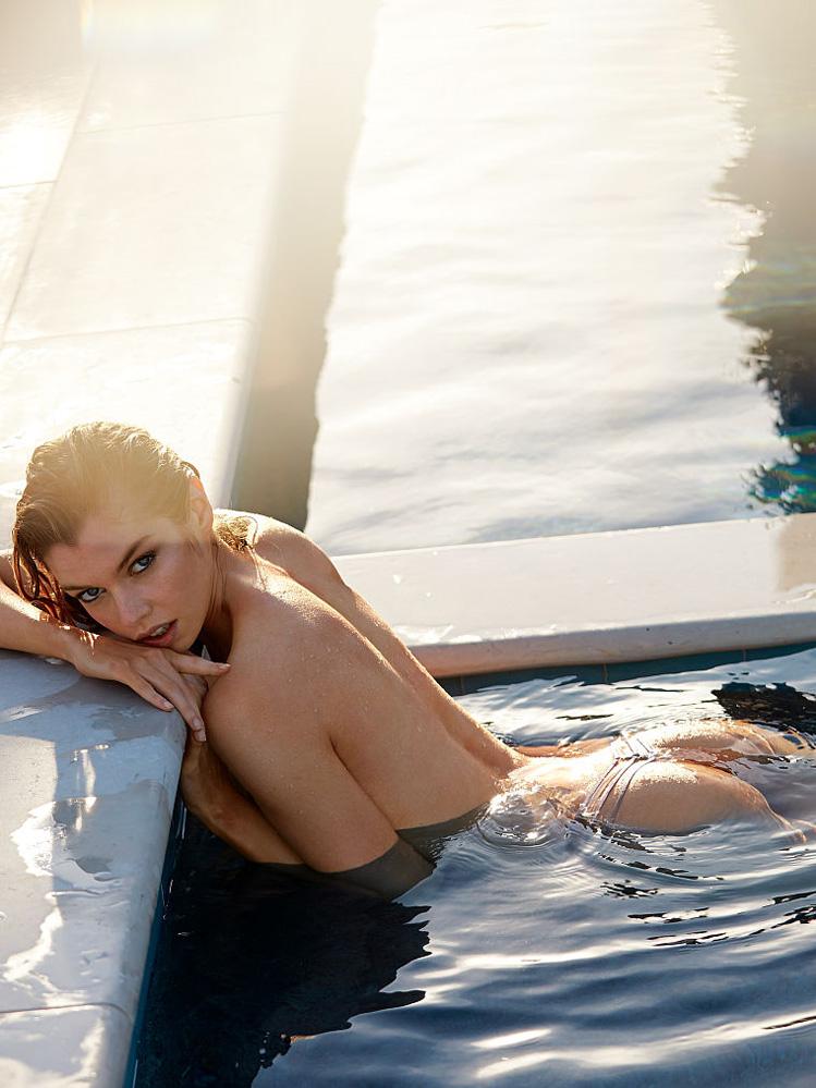 Stella Maxwell7.jpg