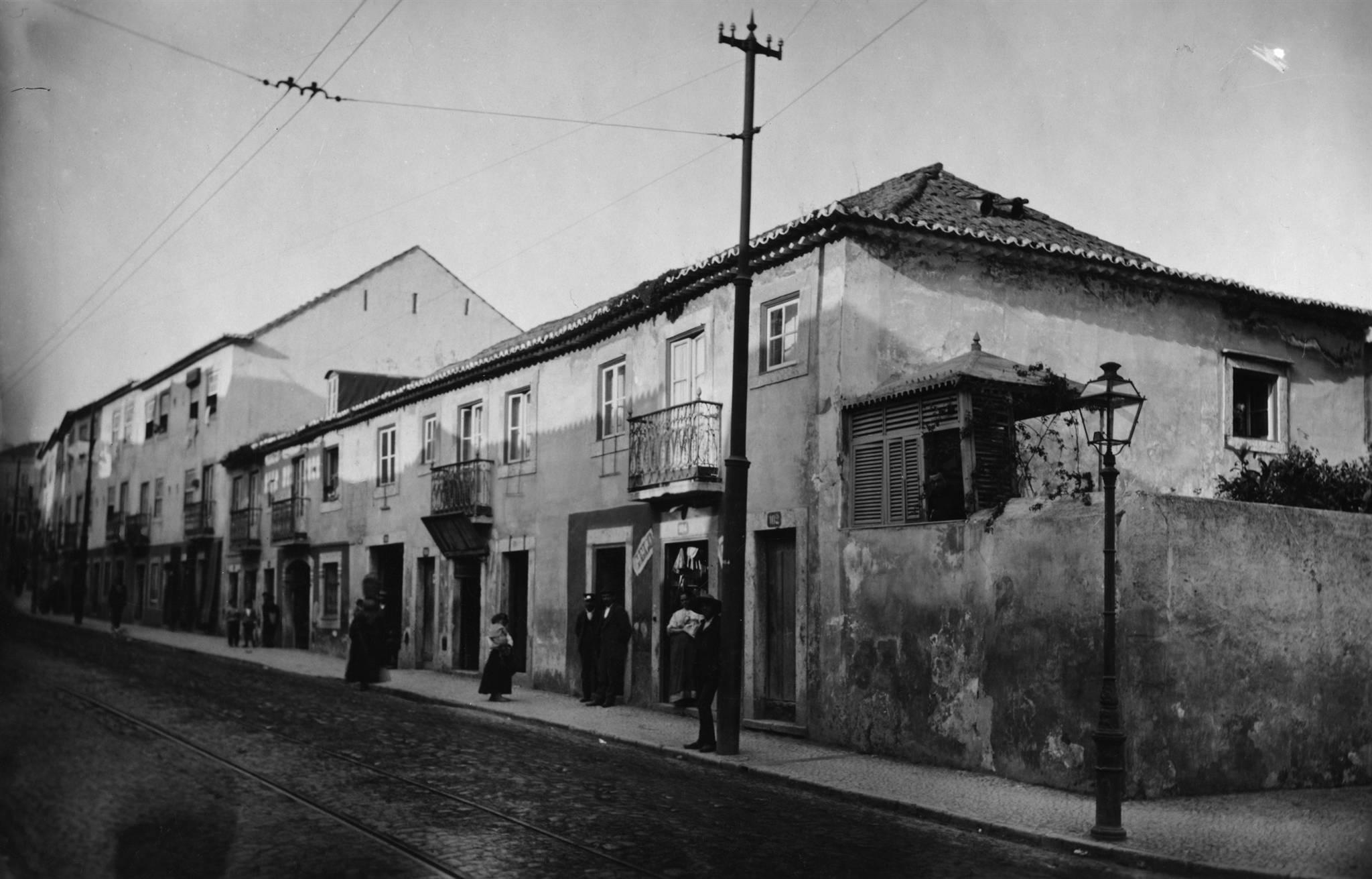 Pátio dos Ourives -- Rua de Arroios, 102-116, c. 1902.