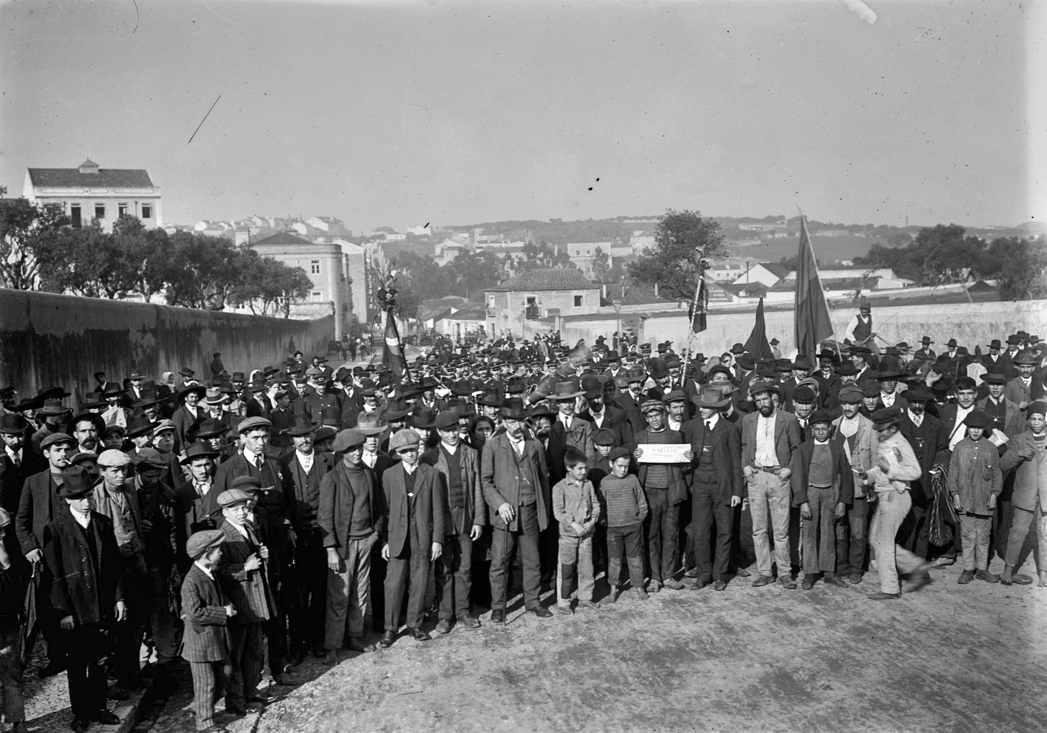 Cortejo ao Alto de S. João, Rua do Conselheiro Moraes Soares (A. Cunha, c. 1910; A.F.C.M.L. A20188)