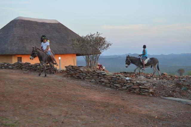 Lodge Kapembawé em Talamajamba. Passeios de burros.