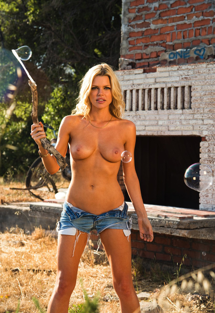 2-nue-nude-stars-sexy-hot-sophie-monk-playboy.jpg