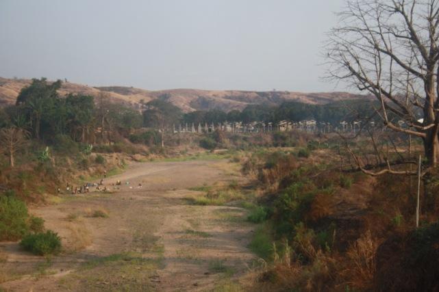 Rio seco a caminho do Dondo. Kwanza Norte. Foto: Mayra Fernandes