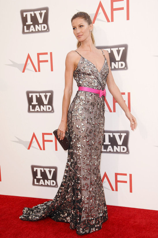 hot_or_not_gisele_bundchen_in_oscar_de_la_renta.jp