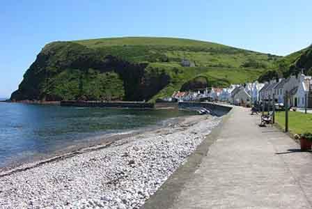 Na costa escocesa fica Pennan, Scotland.jpg