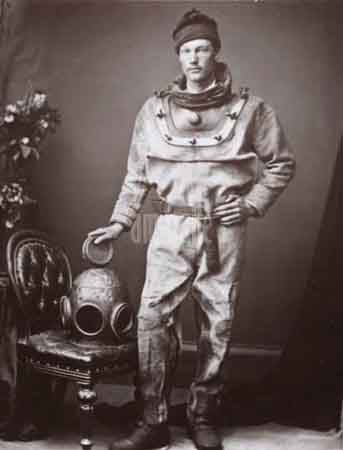 Diver-1874-ambaile Monstro do lago Ness.jpg